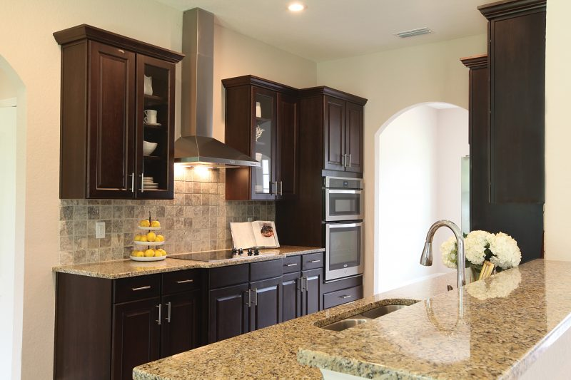 kitchen-backsplash-with-stone